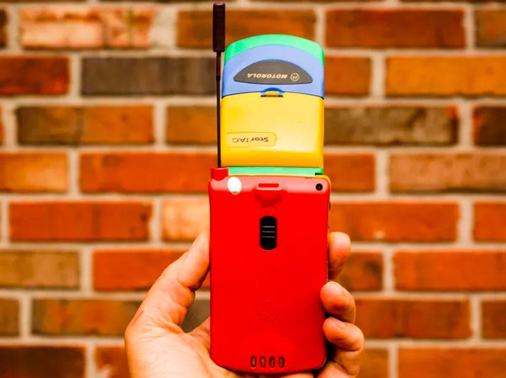 Ini Dia Generasi Jadul Ponsel Lipat Pertama di Dunia