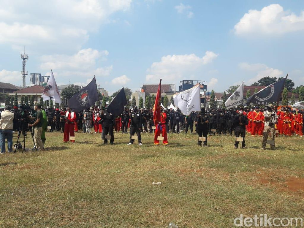 Gelar Apel Ganyang Komunis, Massa PA 212 dkk Baris Bawa Bendera Ormas