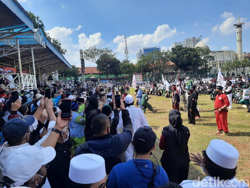 Massa PA 212 dkk Unjuk Aksi Silat Saat Apel Siaga Ganyang Komunis