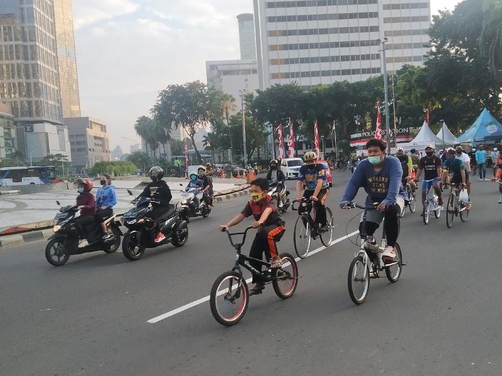 Video: CFD Ditiadakan, Pesepeda Padati Jalan Sudirman-Thamrin