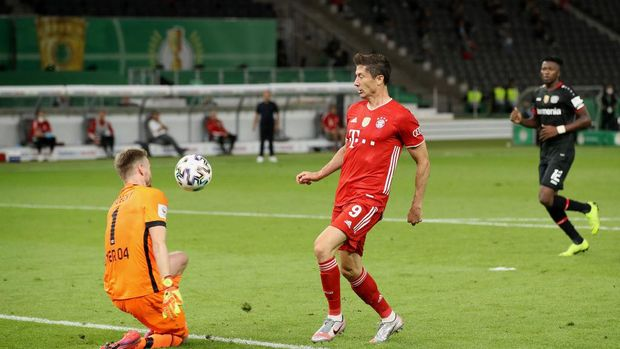 BERLIN, GERMANY - JULY 04: Robert Lewandowski of FC Bayern Muenchen scores his team's fourth goal past Goalkeeper Lukas Hradecky of Bayer Leverkusen during the DFB Cup final match between Bayer 04 Leverkusen and FC Bayern Muenchen at Olympiastadion on July 04, 2020 in Berlin, Germany. (Photo by Alexander Hassenstein/Getty Images)