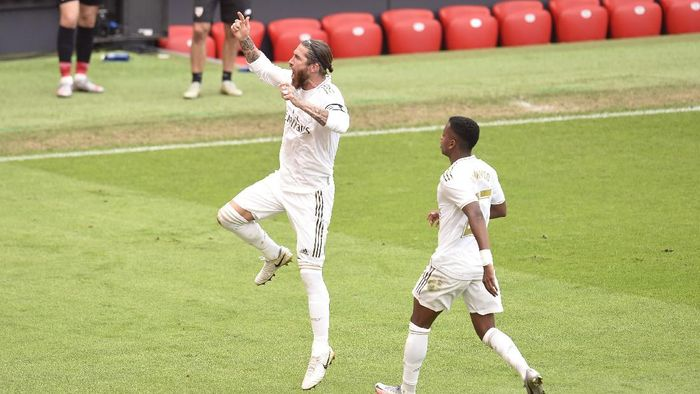 BILBAO, SPAIN - JULY 05:  Sergio Ramos of Real Madrid celebrates after scoring his teams first goal during the La Liga match between Athletic Club and Real Madrid CF at San Mames Stadium on July 05, 2020 in Bilbao, Spain. Football Stadiums around Europe remain empty due to the Coronavirus Pandemic as Government social distancing laws prohibit fans inside venues resulting in all fixtures being played behind closed doors. (Photo by Juan Manuel Serrano Arce/Getty Images)