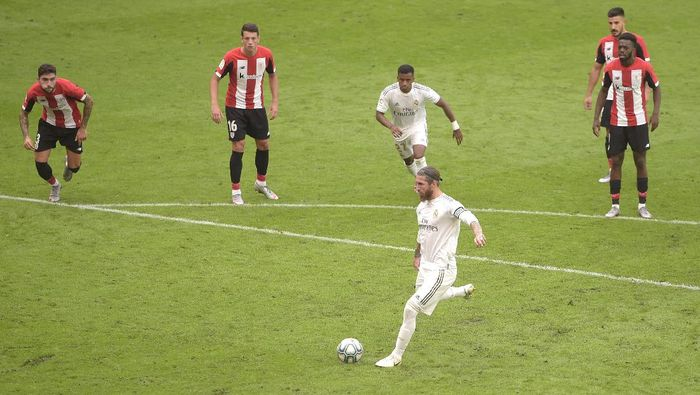 BILBAO, SPAIN - JULY 05: Sergio Ramos of Real Madrid scores his teams first goal from the penalty spot during the La Liga match between Athletic Club and Real Madrid CF at San Mames Stadium on July 05, 2020 in Bilbao, Spain. Football Stadiums around Europe remain empty due to the Coronavirus Pandemic as Government social distancing laws prohibit fans inside venues resulting in all fixtures being played behind closed doors. (Photo by Juan Manuel Serrano Arce/Getty Images)