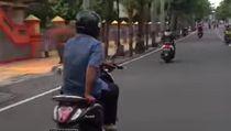 Netizen Riuh, Pemotor Santuy Pegang Gas Pakai Tangan Kiri