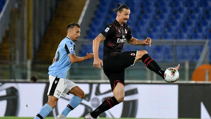 ROME, ITALY - JULY 04: Stefan Radu of SS Lazio competes for the ball with Zlatan Ibrahimovic of AC Milan during the Serie A match between SS Lazio and  AC Milan at Stadio Olimpico on July 04, 2020 in Rome, Italy. (Photo by Marco Rosi - SS Lazio/Getty Images)