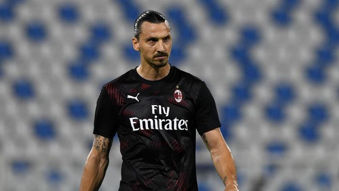 FERRARA, ITALY - JULY 01: Zlatan Ibrahimovic of AC Milan against an empty stand with Covid-19 restrictions still in place during the Serie A match between SPAL and AC Milan at Stadio Paolo Mazza on July 1, 2020 in Ferrara, Italy. (Photo by Chris Ricco/Getty Images)