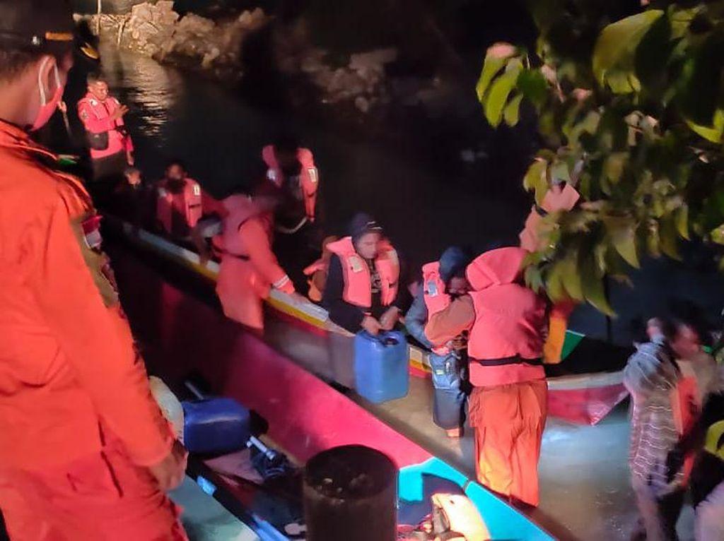 21 Nelayan di Wakatobi Dihantam Ombak Saat Melaut, Tim SAR Lakukan Evakuasi