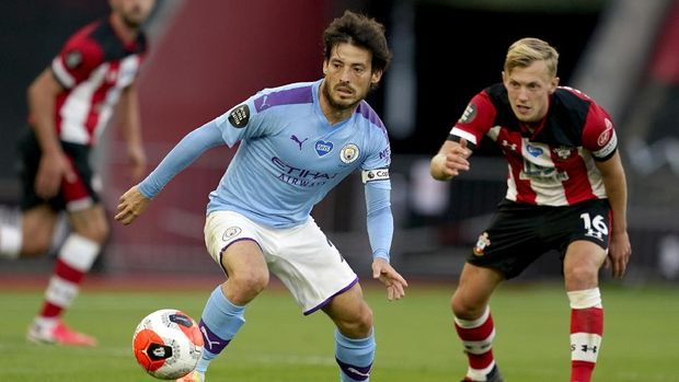Manchester City's David Silva, left, and Southampton's James Ward-Prowse battle for the ball during the English Premier League soccer match between Manchester City and Liverpool at Etihad Stadium in Manchester, England, Thursday, July 2, 2020. (AP Photo/Dave Thompson,Pool)