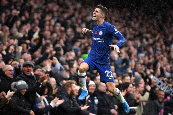 LONDON, ENGLAND - NOVEMBER 09: Christian Pulisic of Chelsea celebrates after scoring his teams second goal during the Premier League match between Chelsea FC and Crystal Palace at Stamford Bridge on November 09, 2019 in London, United Kingdom. (Photo by Mike Hewitt/Getty Images)