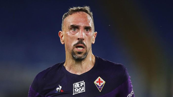 ROME, ITALY - JUNE 27:  Franck Ribery  of ACF Fiorentina looks on during the Serie A match between SS Lazio and ACF Fiorentina at Stadio Olimpico on June 27, 2020 in Rome, Italy.  (Photo by Paolo Bruno/Getty Images)
