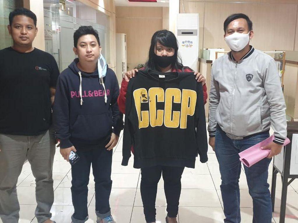 Ini Makna CCCP di Kaus Berlogo Palu-Arit Milik Kasir Kafe di Makassar