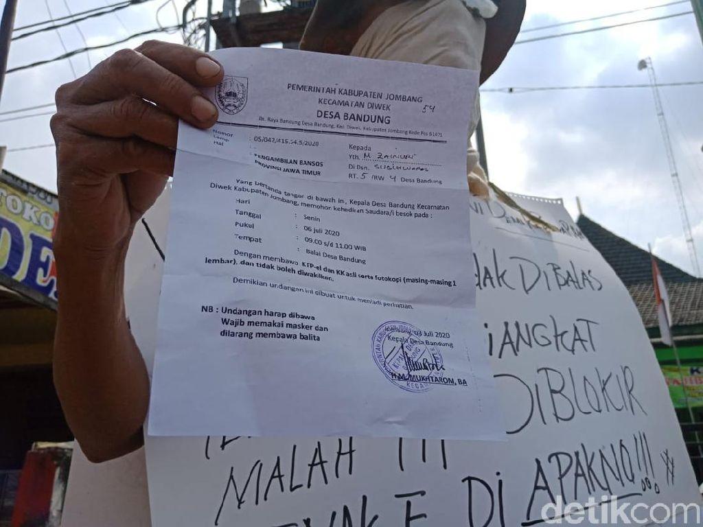Kecewa Bansos Pemerintah, Pria di Jombang Gelar Demo Tunggal