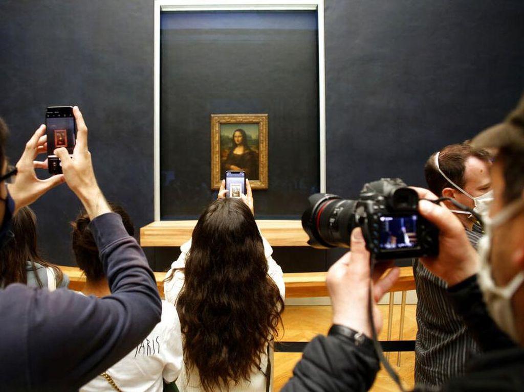 Kembali Dibuka, Museum Louvre Diserbu Wisatawan