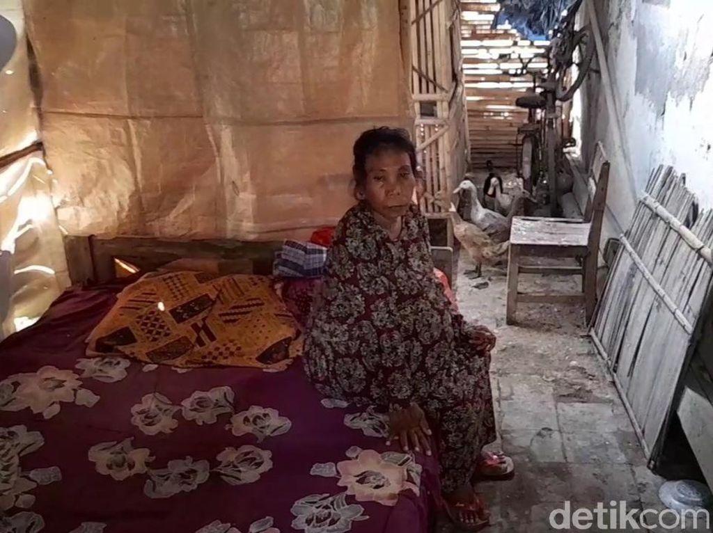 Kisah Niti, Wanita yang Hidup dalam Kandang Bebek di Brebes