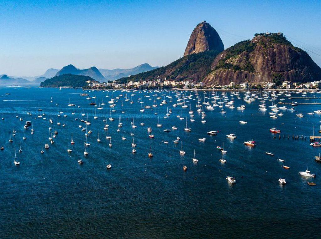 Minggu Pertama Buka Pembatasan, Warga Brasil Mantai Lagi