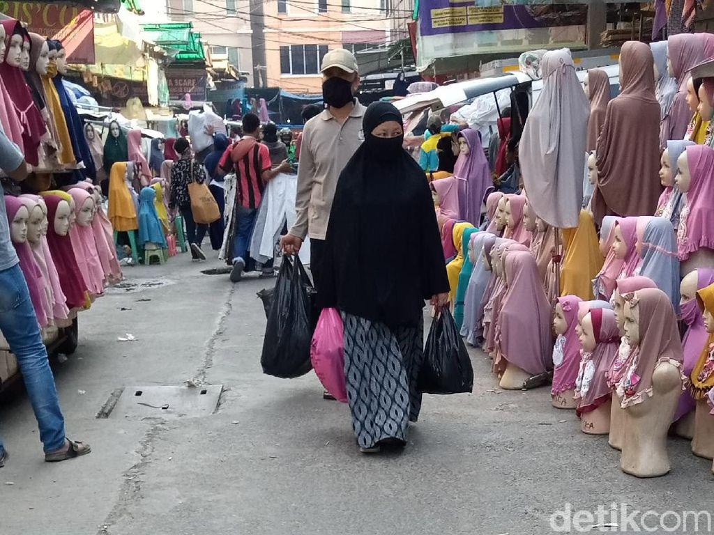 Masih Banyak Pedagang Pasar Pakai Kantong Plastik, PDIP DKI: Sosialisasi Lemah