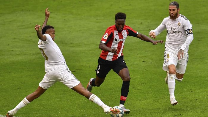 Athletic Bilbaos Inaki Williams, center, duels for the ball with Real Madrids Eder Militao, left, and Real Madrids Sergio Ramos during the Spanish La Liga soccer match between Athletic Club and Real Madrid at the San Manes stadium in Bilbao, Spain, Sunday, July 5, 2020. (AP Photo/Alvaro Barrientos)