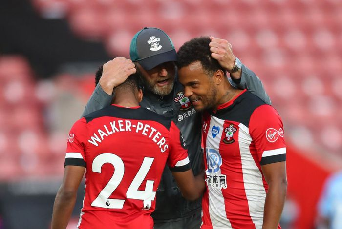 SOUTHAMPTON, ENGLAND - JULY 05: Ralph Hasenhuttle, Manager of Southampton, Kyle Walker-Peters, and Ryan Bertrand of Southampton celebrate following their teams victory in the Premier League match between Southampton FC and Manchester City at St Marys Stadium on July 05, 2020 in Southampton, England. Football Stadiums around Europe remain empty due to the Coronavirus Pandemic as Government social distancing laws prohibit fans inside venues resulting in games being played behind closed doors. (Photo by Catherine Ivill/Getty Images)