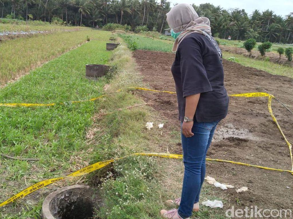 Sumur TKP Penemuan Mayat Perempuan Bercelana Pendek Digaris Polisi