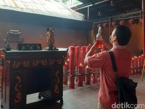 Melihat Peribadahan di Vihara Tertua Jakarta Saat New Normal