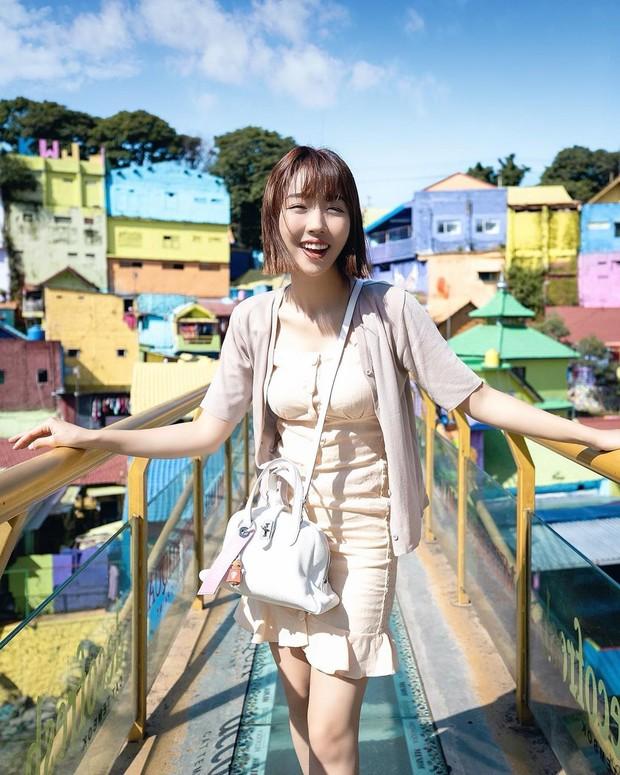 Sunny Dahye ternyata pernah tinggal di Indonesia dari kecil, bahkan ia menyelesaikan studinya di sini.