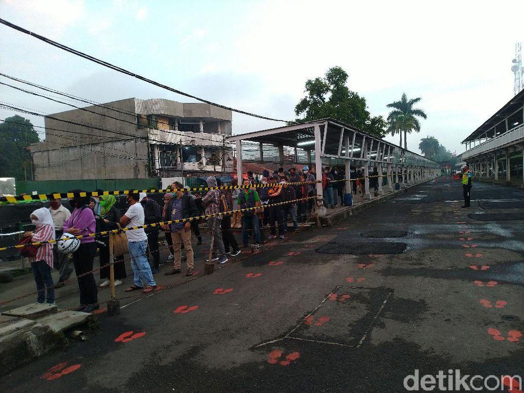 Stasiun Bogor Pagi Ini Masih Padat, Antrean Terjadi Sampai ke Koridor