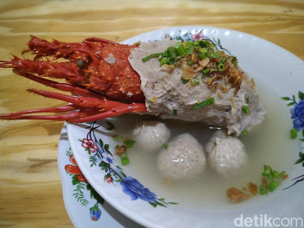 Antre 4 Jam Demi Semangkuk Bakso Lobster Viral di Bekasi