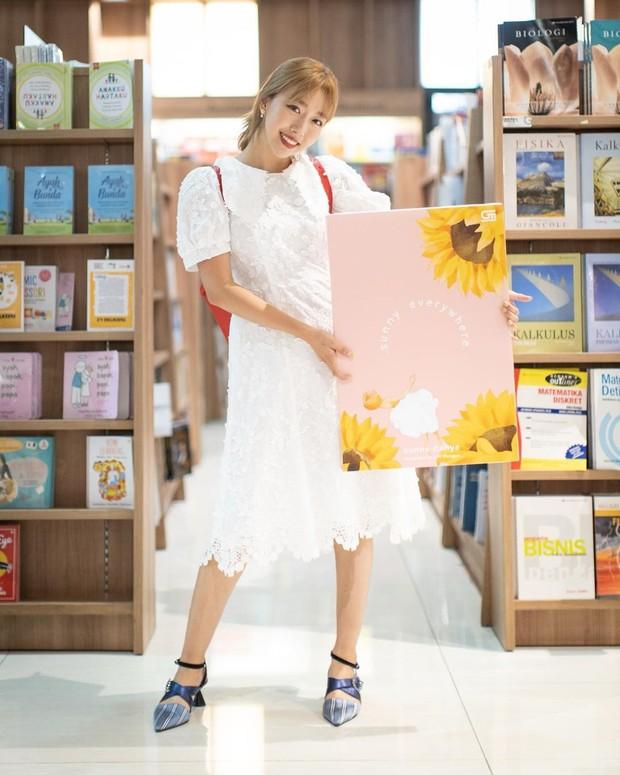Sunny Dahya sukses meluncurkan buku karyanya yang berjudul Sunny Everywhere.