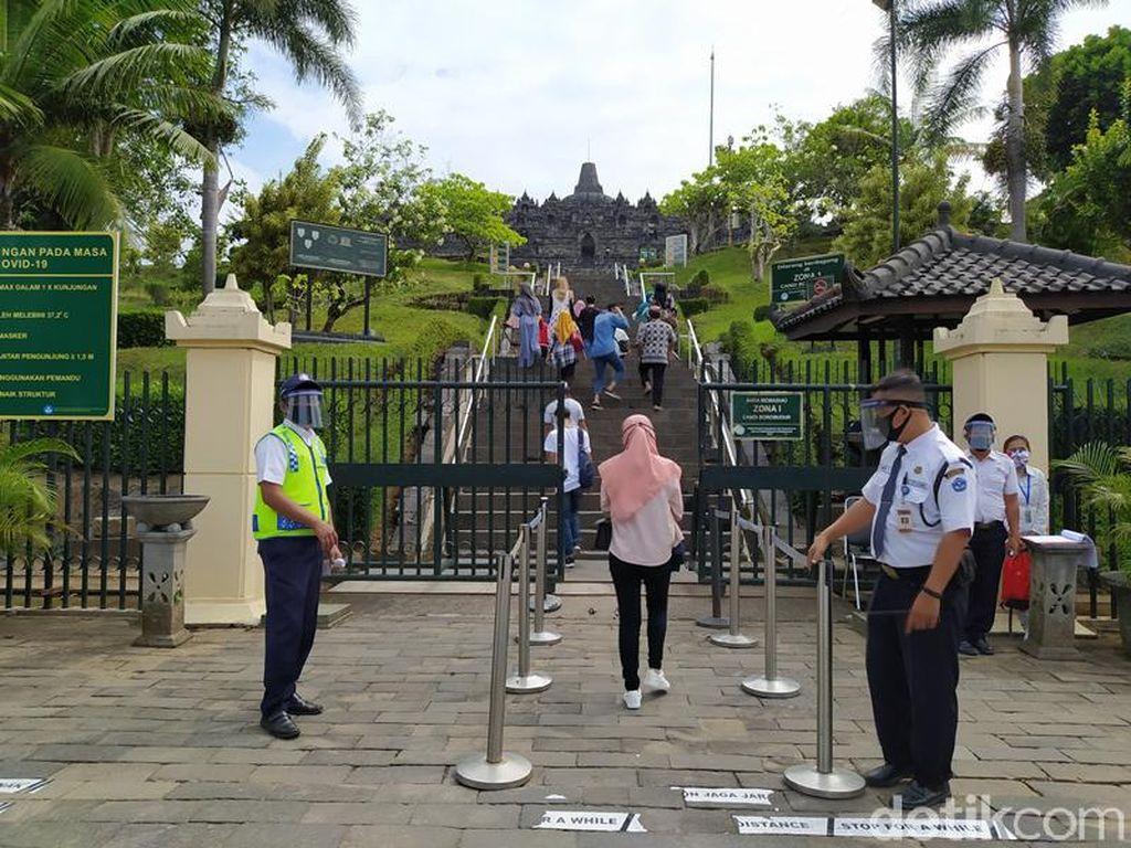 Turis Sudah Bisa Nikmati Candi Borobudur Lebih Dekat