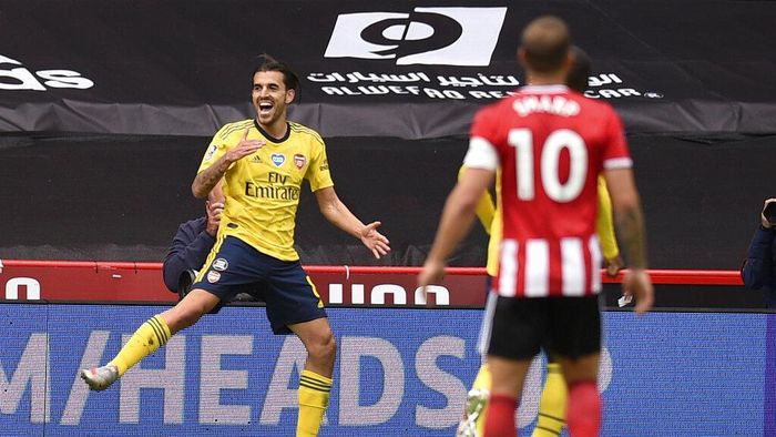 Arsenals Dani Ceballos, left, celebrates after scoring his sides second goal during the FA Cup sixth round soccer match between Sheffield United and Arsenal at Bramall Lane in Sheffield, England, Sunday, June 28, 2020. (Oli Scarff/Pool via AP)
