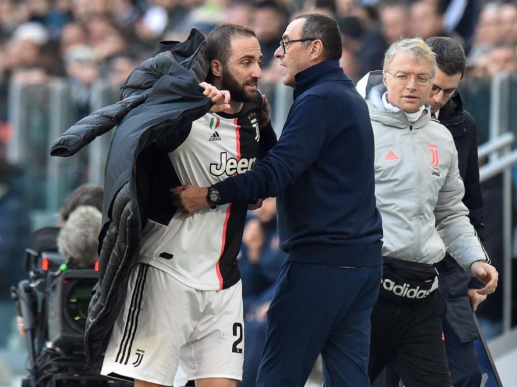 Sarri Tak Pernah Bertengkar dengan Pemain Juventus ... Kecuali Higuain
