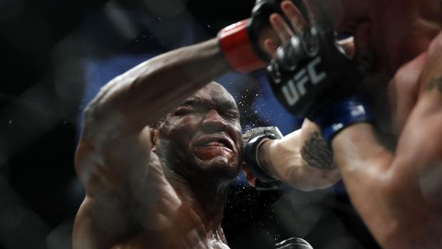 LAS VEGAS, NEVADA - DECEMBER 14: UFC welterweight champion Kamaru Usman (L) trades punches with Colby Covington in their welterweight title fight during UFC 245 at T-Mobile Arena on December 14, 2019 in Las Vegas, Nevada. Usman retained his title with a fifth-round TKO.   Steve Marcus/Getty Images/AFP