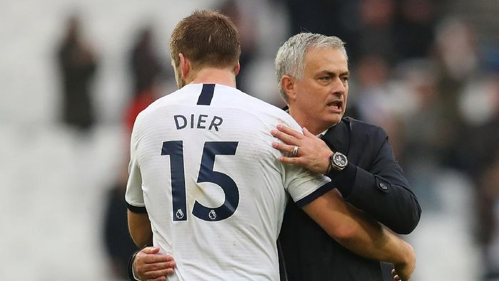 LONDON, ENGLAND - NOVEMBER 23: Jose Mourinho, Manager of Tottenham Hotspur embraces Eric Dier of Tottenham Hotspur after the Premier League match between West Ham United and Tottenham Hotspur at London Stadium on November 23, 2019 in London, United Kingdom. (Photo by Catherine Ivill/Getty Images)