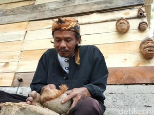Perajin di Subang Ini Sulap Kelapa Kering Jadi Karya Seni Unik