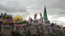 Tolak Kedatangan TKA China Gelombang 3, Massa di Kendari Blokade Jalan