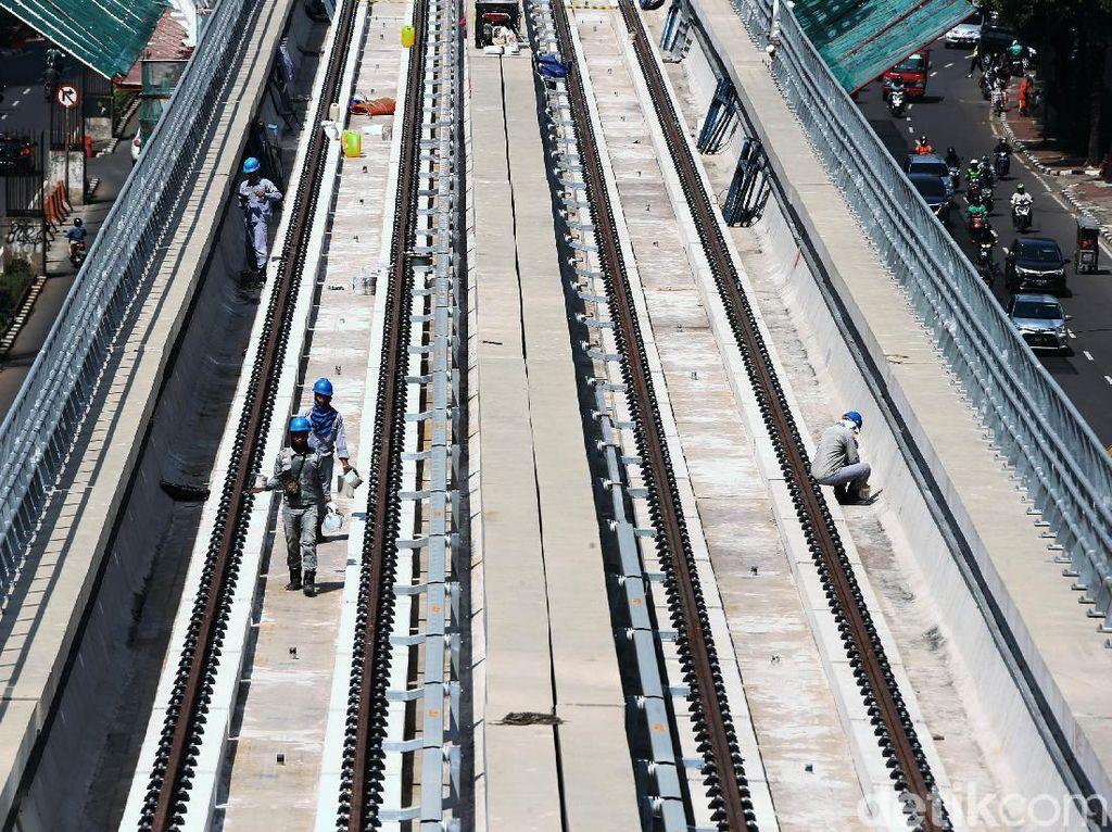 Cakep! Lintasan LRT Jabodebek Cawang-Dukuh Atas Tersambung