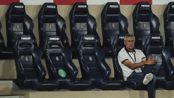 Barcelonas head coach Quique Setien sits on the bench during the Spanish La Liga soccer match between FC Barcelona and Villareal at La Ceramica stadium in Villareal, Spain, Sunday, July 5, 2020. (AP Photo/Jose Miguel Fernandez de Velasco)
