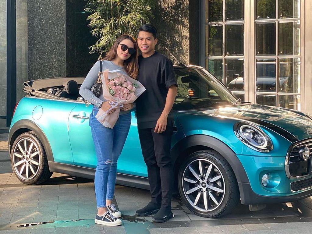 Kata Selebgram Cantik Pacar Pemain Timnas yang Viral Dikasih Kado Mobil Mewah