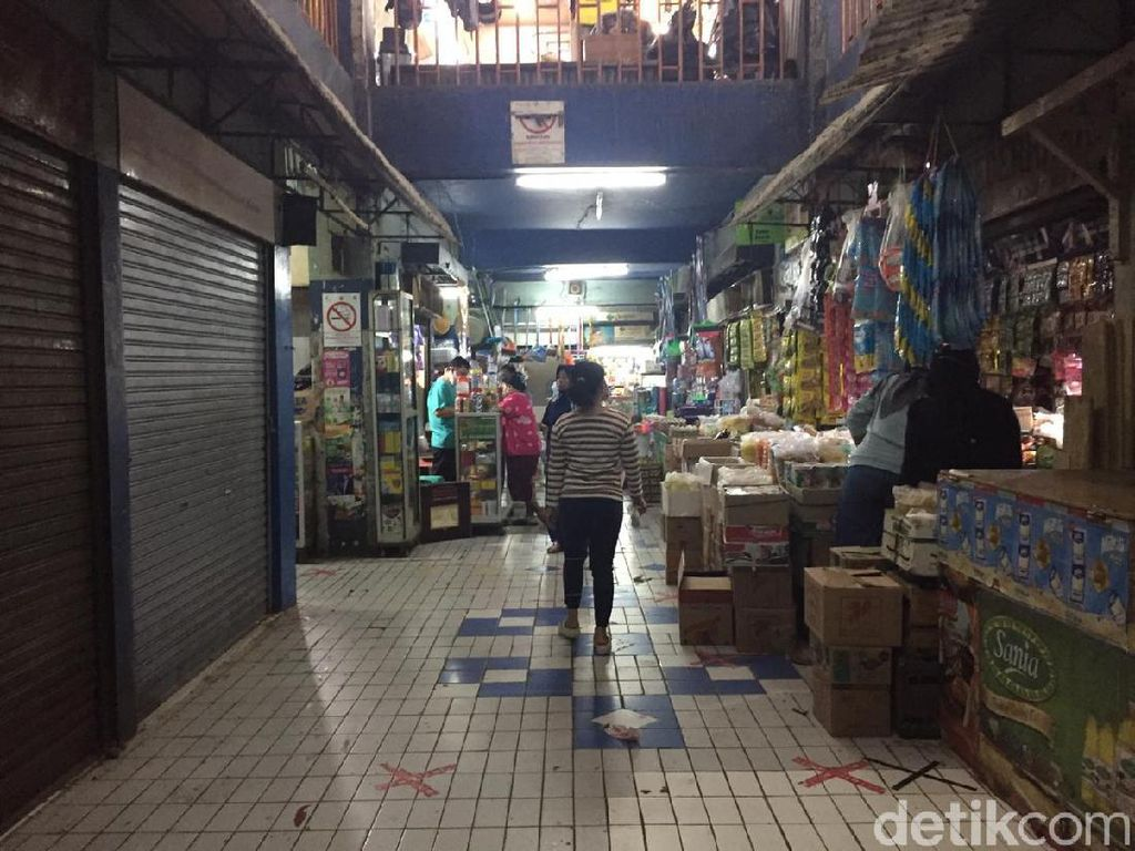 Kantong Plastik Dilarang, Pedagang Pasar Mampang Sulit Cari Pengganti