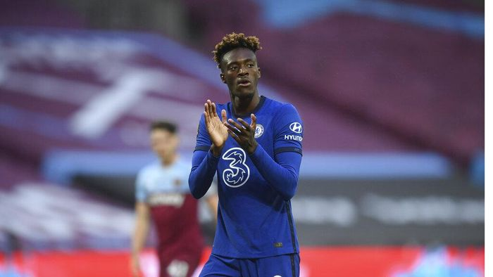Chelseas Tammy Abraham, claps his teammates as they wait for the start of theEnglish Premier League soccer match between West Ham United and Chelsea at the London Stadium stadium in London, Wednesday July 1, 2020. (Michael Regan/Pool via AP)