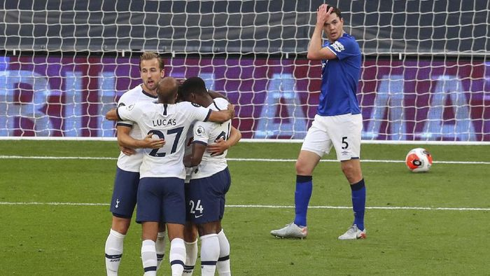 Tottenham players celebrate after scoring the opening goal during the English Premier League soccer match between Tottenham Hotspur and Everton FC at the Tottenham Hotspur Stadium in London, England, Monday, July 6, 2020.(Cath Ivill/Pool via AP)