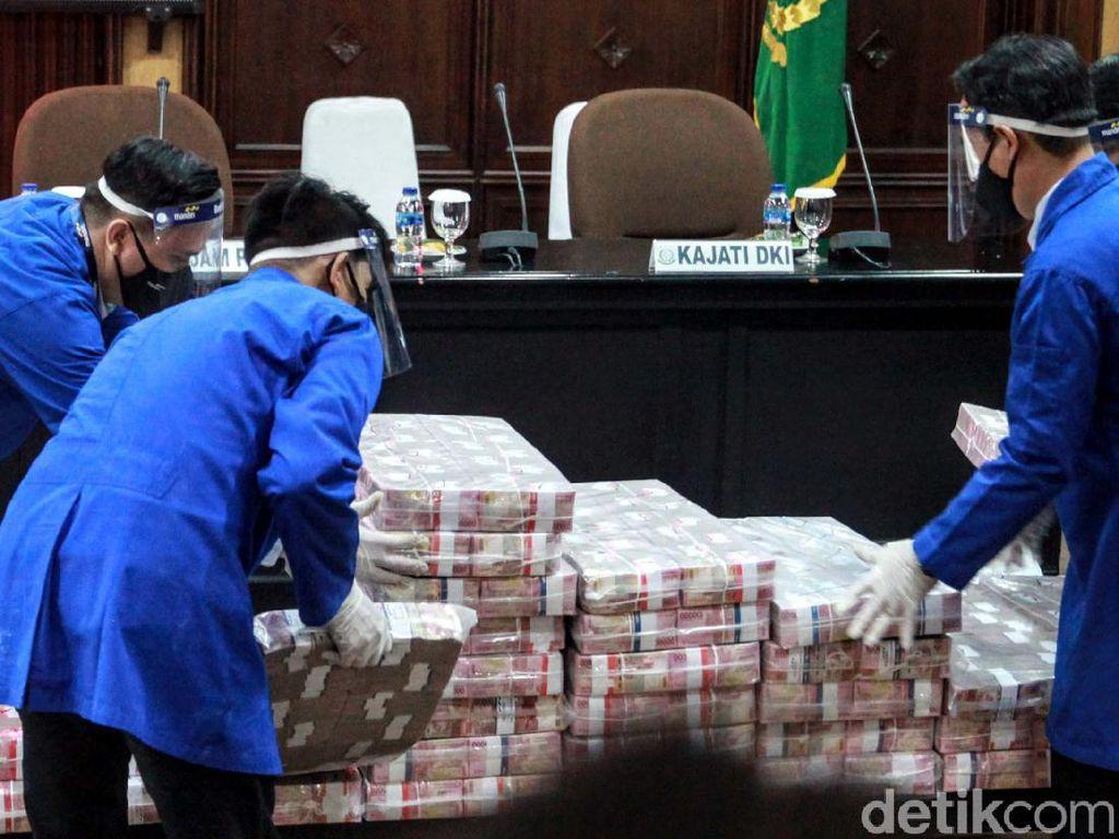Melihat Tumpukan Uang Rp 97 M Milik Buron Honggo Wendratno