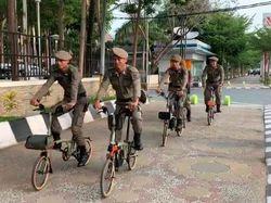 Aksi Satpol PP Makassar Pakai Sepeda Brompton di Pantai Losari