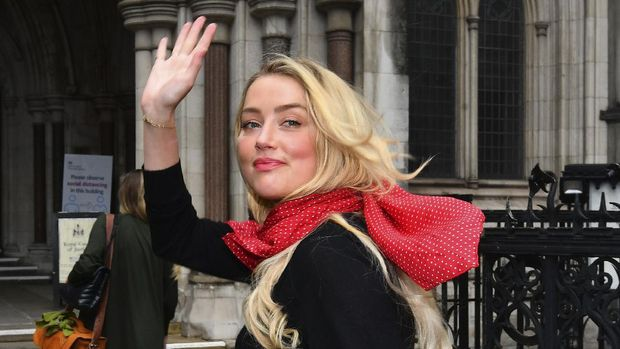"Amber Heard arrives at the High Court in London, Wednesday July 8, 2020. Johnny Depp is facing a second day of cross-examination by lawyers for British tabloid The Sun, which is defending a libel claim after calling the Hollywood star a ""wife beater."" Depp is suing The Sun's publisher, News Group Newspapers, and its executive editor, Dan Wootton, over an April 2018 article that said he'd been abusive to ex-wife Amber Heard. (Victoria Jones/PA via AP)"