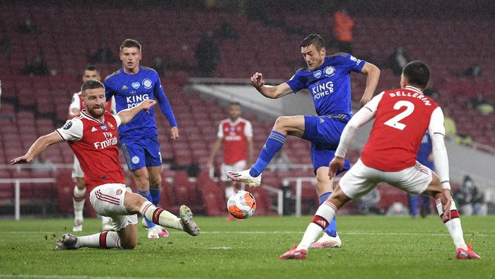 Leicesters Jamie Vardy takes a shot at goal during the English Premier League soccer match between Arsenal and Leicester at Emirates Stadium in London, England, Tuesday, July 7, 2020. (AP Photo/Michael Regan,Pool)