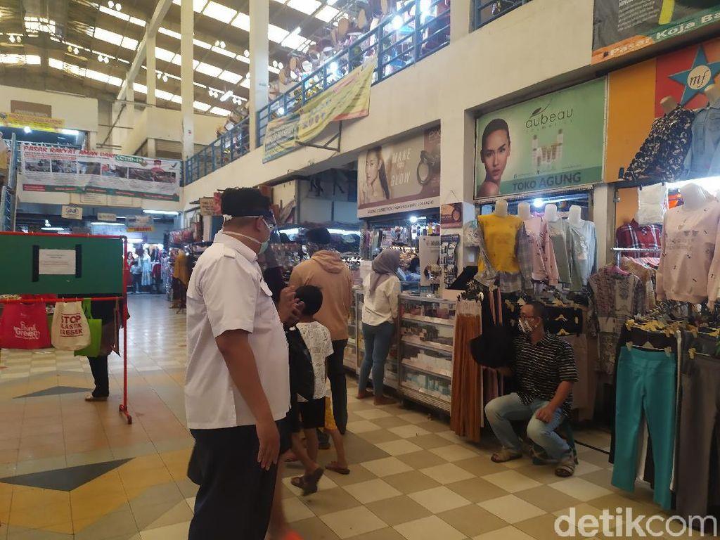 Awasi Pasar Koja Baru, ASN Minta Pembeli yang Bawa Anak untuk Pulang