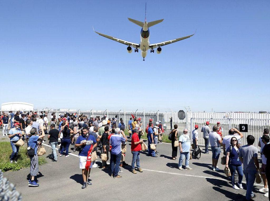 Bakal PHK 15 Ribu Karyawan, Kantor Airbus Digeruduk Demonstran