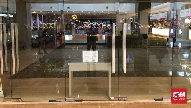 Bioskop Cinepolis dan Cinema XXI masih tutup meski sudah diizinkan beroperasi kembali oleh Pemprov DKI. Namun pada bioskop Cinepolis terlihat pekerja yang sedang menyiapkan dan membersihkan bioskop