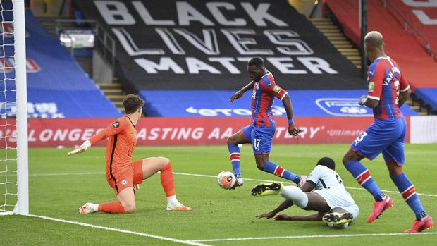 Crystal Palace's Christian Benteke, second left, scores his side's second goal during the English Premier League soccer match between Crystal Palace and Burnley at Selhurst Park, in London, England, Tuesday, July 7, 2020. (Justin Tallis/Pool via AP)