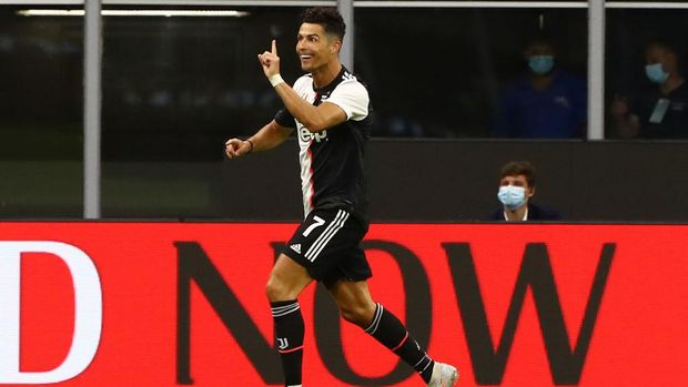 MILAN, ITALY - JULY 07:  Cristiano Ronaldo #7 of Juventus FC celebrates his goal during the Serie A match between AC Milan and Juventus at Stadio Giuseppe Meazza on July 7, 2020 in Milan, Italy.  (Photo by Marco Luzzani/Getty Images)
